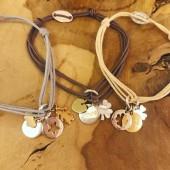 Comptoir Caravelle bracelet cordon médaille gravée