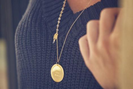 Sautoir plaqué or médaille gravée soleil