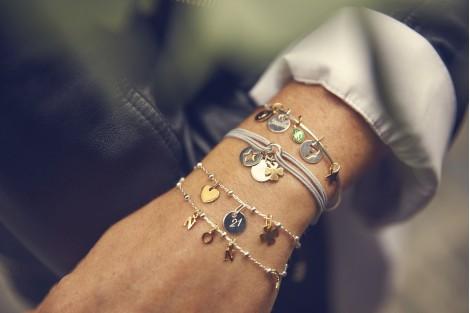 Bracelet lettres à personnaliser et graver sur chaine perlée